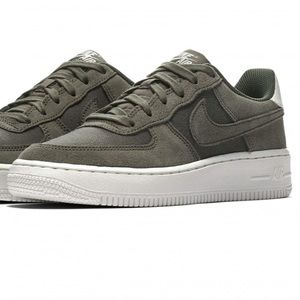 ✔️ New✔️ NIKE olive Air Force 1 suede GS ~ 7Y